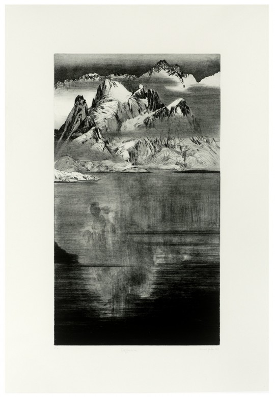 »Trollfjordtindan«, 2009 Kaltnadel / Aquatinta / Pinselätzung / Schabaquatinta 70 × 40 cm / 107 × 87 cm