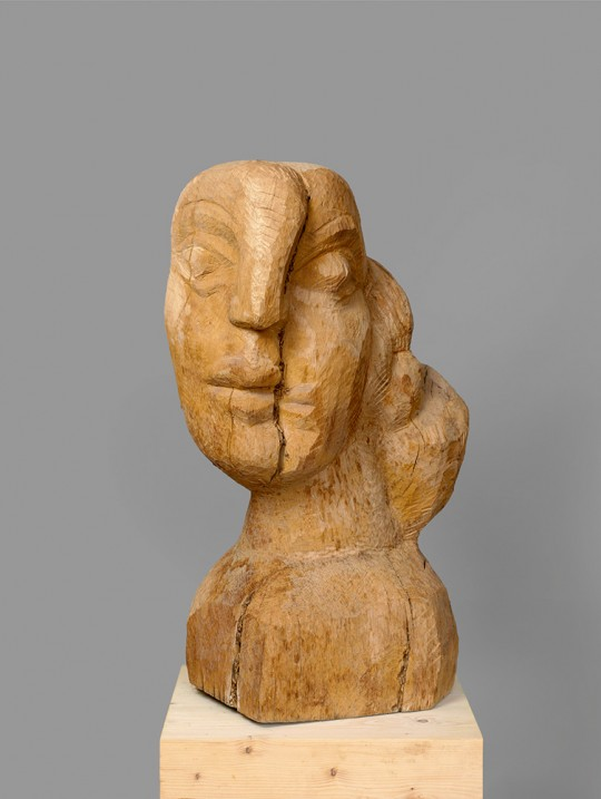 »Großer weiblicher Kopf«, 1987/2015, Eiche, 89 × 33 × 55 cm