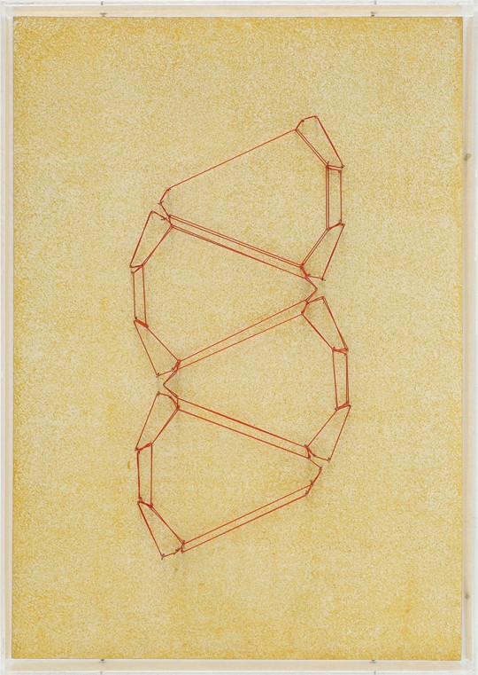 »Kristallregal (Nr. 13)«, 2000/2006, Holz, farbig gefasst, Faden, Stahlstifte, Plexiglas, 43,7 × 31,1 cm