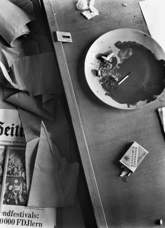 »Streichhölzer mit Zeitung«, 1985