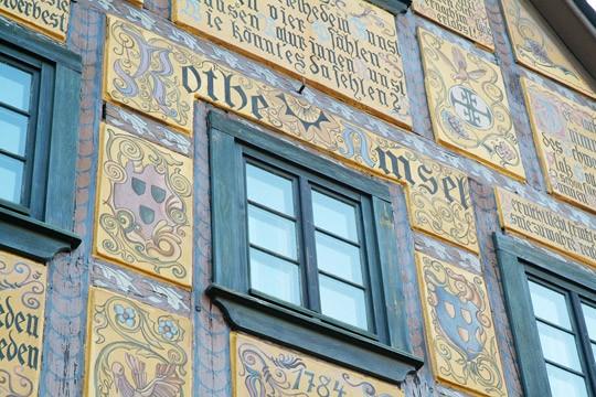 Fassadenbemalung mit Schriftzug »Rothe Amsel«