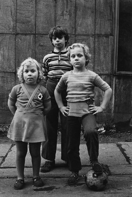 Aus: »Häuser und Gesichter. Halle 1983–85«, 35,8 × 24 cm, Silbergelatineabzug